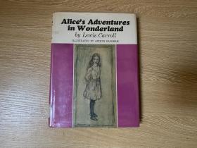 Alice's Adventures in WonderLand    刘易斯·卡罗尔《爱丽丝漫游奇境记》,Arthur Rackham 插图,董桥:赖格姆画插图画的美女迷死人,去年在威尼斯买到他画的《艾丽思漫游仙境》我算是圆了一个梦。精装,1966年老版书
