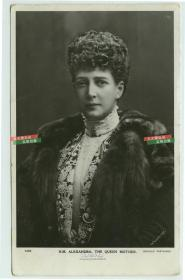 1910年英国国王爱德华七世的妻子亚历山德拉王后肖像照,她的儿子是英国国王乔治五世。银盐照片一张,贴邮票于1910年实寄过