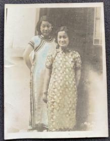 民国时期 旗袍妇人合影 手工上色老照片一枚