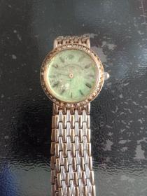 大牌子,镶钻,石英手表。