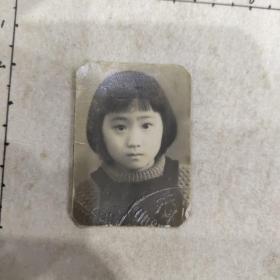 民国小女孩七岁照