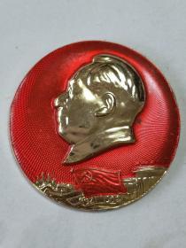"""毛主席像章。 (派性章)。1921年至1968年,中国共产党从南湖小船到人民大会堂,四十多年的发展历程,从胜利走向胜利。背面字毛主席万岁。""""忠""""。204《红联》。"""