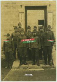民国1939年入侵江苏宿迁的日军在宿迁森田部队本部和警备队本部的驻地大门前合影老照片,14.5X10厘米