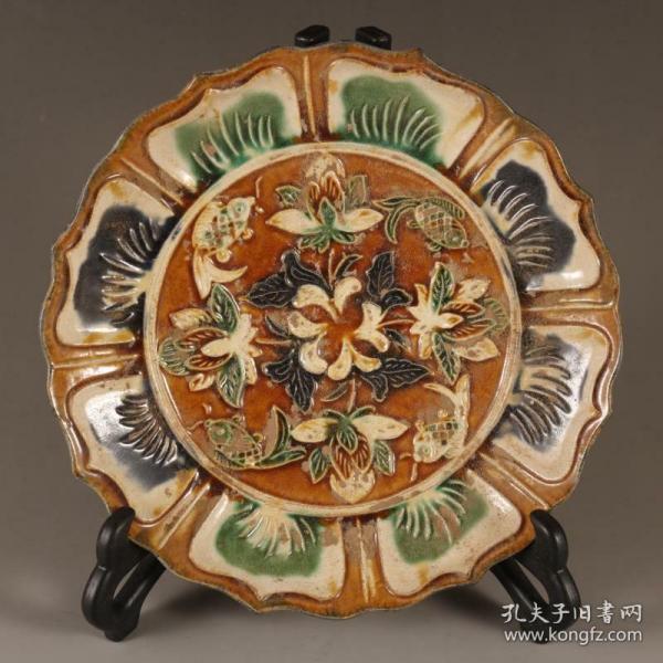 唐三彩花卉紋葵口盤