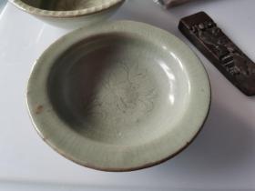 民间收梅子青龙泉瓷碟笔洗,径长10厘米,器正且雅,底露瓷胎,罕见赏珍
