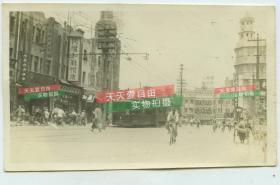 民国天津东马路街景老照片,东北角路口一带的三岔口, 1路有轨电车, 可见五和百货总店,同升和鞋帽店等