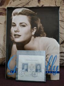 【《GRACE KELLY - A LIFE IN PICTURES (格蕾丝·凯利——照片中的生活)》美国著名影星,摩纳哥王妃,大开本,珍贵影像集,馆藏。】附赠:摩纳哥邮票 1989年 格蕾丝•凯利及卡洛琳公主 小全张一枚,超值!