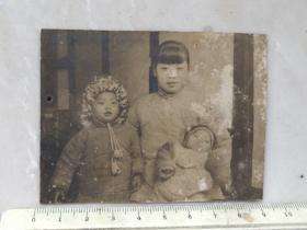 无锡钱海岳一族流出:民国12年母子三人合影老照片
