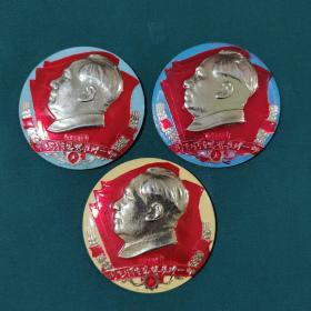 毛主席像章6.7厘米3个,各种颜色,用毛泽东思想统帅一切,025