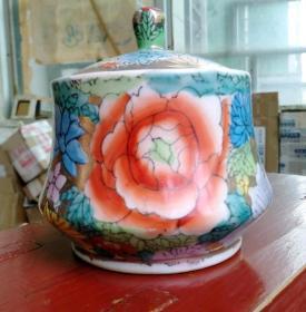 刷金花卉茶叶罐