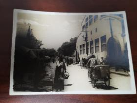 民国时期日占北京东单市场老照片一张