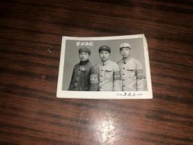 文革老照片 三个青年合影 毕业留念  带红卫兵袖标 天津工农兵