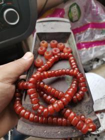 民国108粒挂珠 纯正玛瑙手串。橘皮纹,仅个别有杂质,附送散装玛瑙珠子8粒。