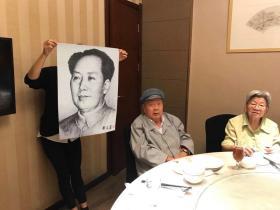著名画家刘文西主席像 附合影照片