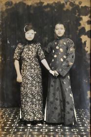 民国时期老照片——纪念幸福小俩口快乐的一天(银盐照片)(慈溪大街绘影楼)