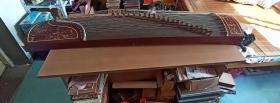 实木镂空精制21弦专业级古筝一台,音色极佳,长161厘米,宽34厘米,高17厘米,送调音器,品如图