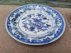 清末民国 缠枝花卉纹 笙箫八宝图 外销瓷青花盘。欧美贵族审美,直径约20厘米,全品无损。