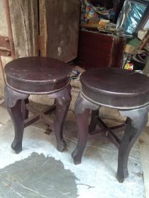一对老木凳