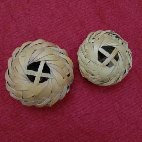民俗老物件:老手藝手工編織的蟈蟈籠2個,一個大,一個小合售。