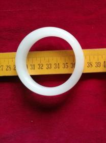 白玉手镯一只,(内径6厘米)