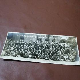 老照片 药学系四年级全体同学欢送首批下放老师暨职工同志合影1958年