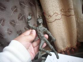 体育收藏-民国时期老包浆【排球运动员】人物铜像!穿6号球衣,防滑鞋,高18厘米