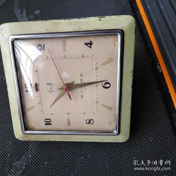 和平闹钟,五十年代产品,走走停停,有懂的来买,价不高,售出不退。