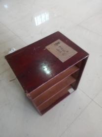 民国商务印书馆装书箱子一个(缺门)。