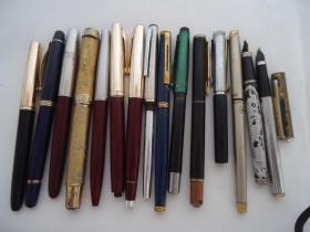 鋼筆配件一堆