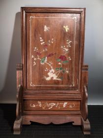 花梨木手工鑲嵌貝殼花鳥圖插屏 寬33.5厘米 高55厘米,重2.24公斤         ——10月21日