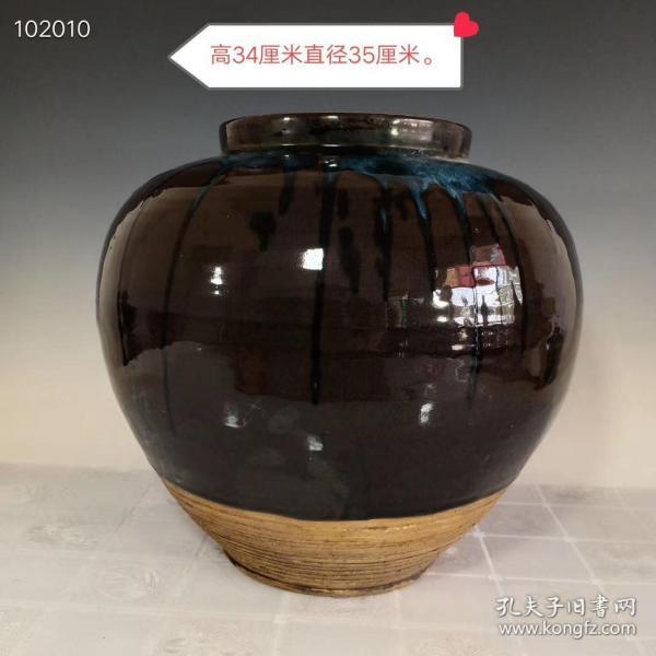 宋代鈞窯絳彩旋紋大罐,器形規整,老化明顯,品相完整,成色如圖。