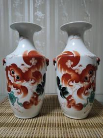 老瓷器【红绿太师少保】兽耳瓶一对,画工精细精美.