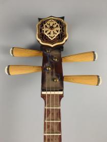 古代桐木月琴一把,純手工制作,制作精細,包漿自然,聲音動聽,細節如圖