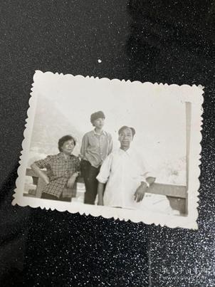 三人合影貨號C1-84