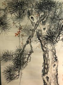 日本近代南画奇才泷和亭松石图。绢本绫裱,轴头被海关拆除,木盒原装,画心138*52。罕见一画四印章,品相佳,笔法老成,松石为君子之证,又有长寿寓意