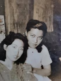 民国旗袍双美女照片
