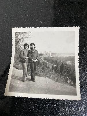 兩女合影貨號C1-60