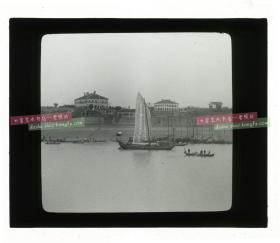 清代民国玻璃幻灯片--清末民初长江扬子江沿岸建筑(海关? 可见旗杆和口岸拱门)。有可能是镇江,南京,汉口或宜昌一带?