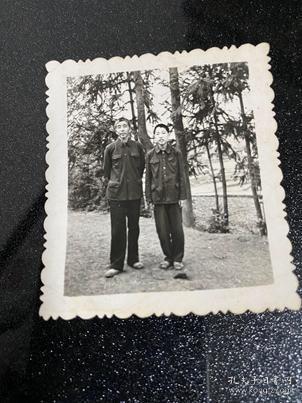 兩男公園合影貨號C1-82