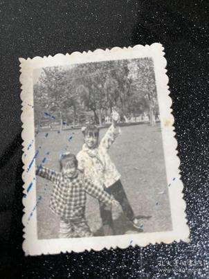 兩兒童公園照貨號C1-93