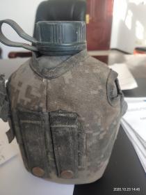 军用水壶一对