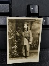 建国初期配枪的女解放军战士