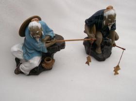 广东石湾窑出产的摆件《姜太公钓鱼》两个摆件,也可以叫做 老翁钓鱼,大约八十年代摆件 一对合售