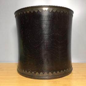 紫檀木包铜笔筒,高22厘米,口径23厘米,重3350克,1180