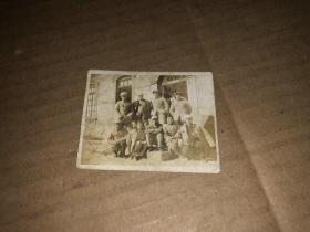 老照片  1949年华北大学教室门前合影