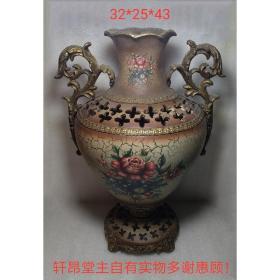 上个世纪 建国后:庄重典雅、精巧玲珑 红花图案 描金 卷草耳 古风老瓶子
