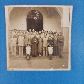 民国老照片  国民地方政府'官员及乡绅会后合影