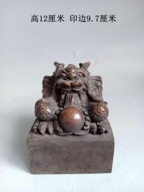 清代传世少见的雕龙老紫铜印章