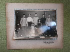 解放初期武昌云星艺术照相馆拍摄的兄弟姐妹七人合影老照片一张,那个时候还没有实行计划生育政策,品好包快递。