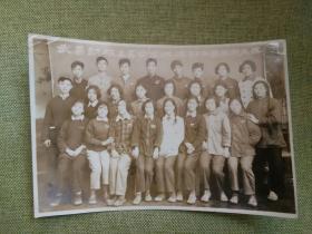 1956年国庆节武昌钢铁学校学员在山西太原实习合影留念照片一张,包快递发货。